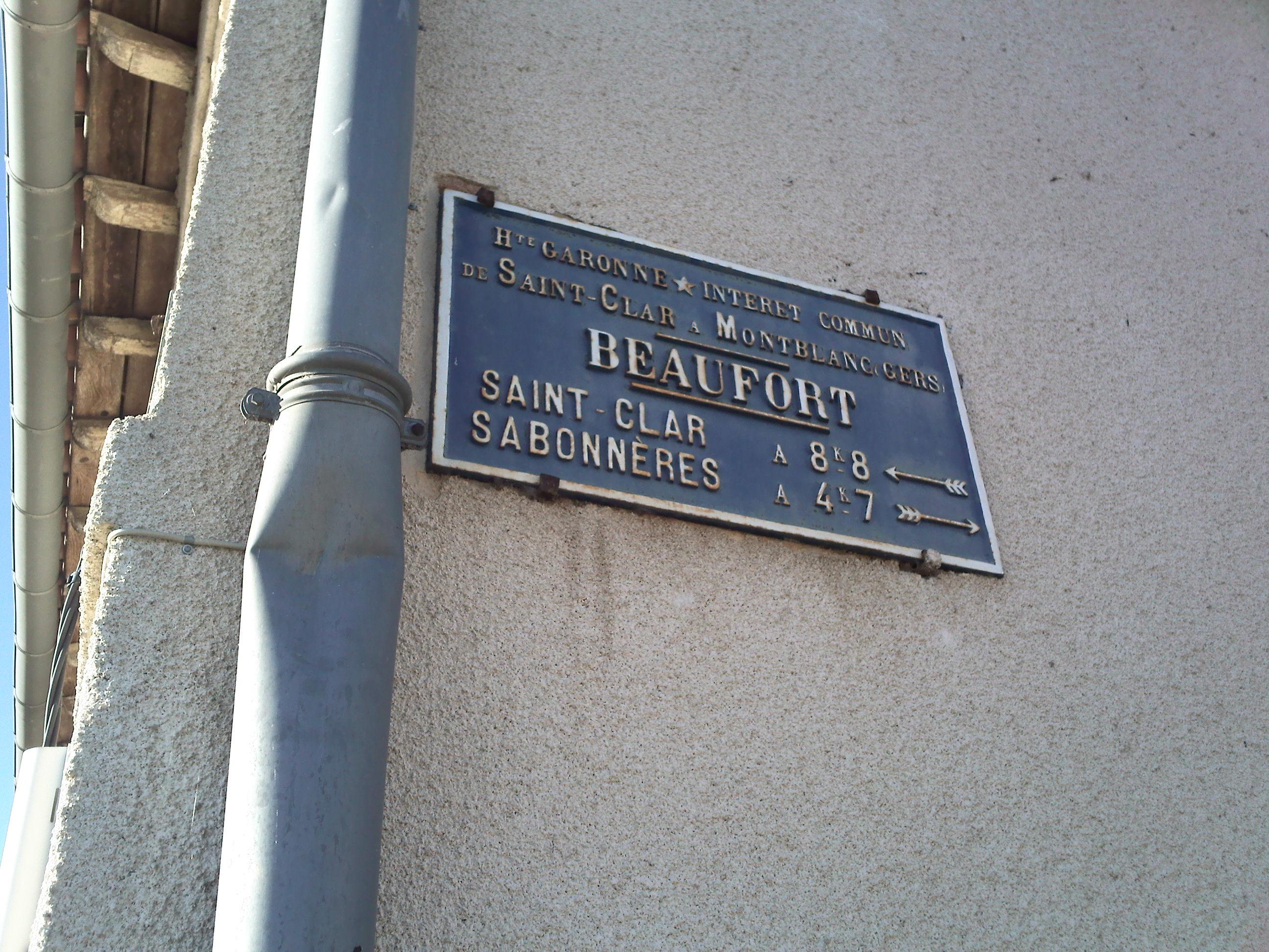 Vieille plaque à Montblanc