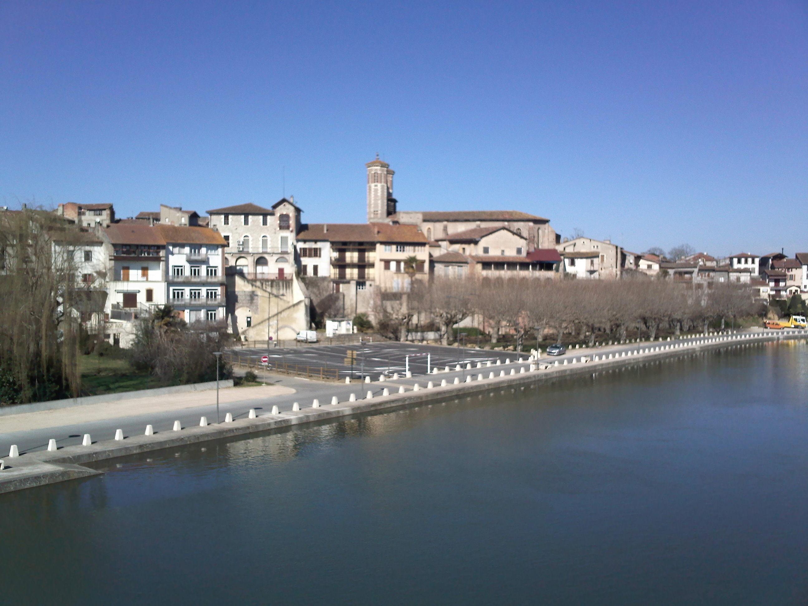 Cazères depuis le pont sur la Garonne